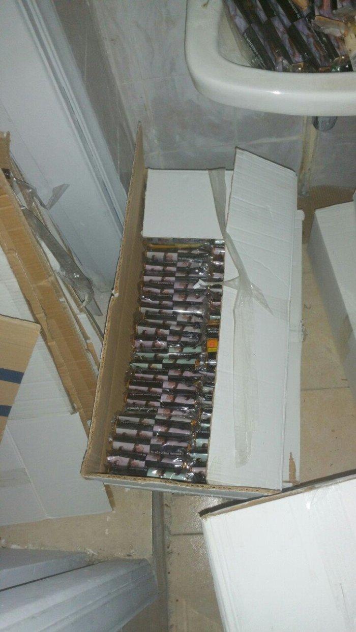 Συνελήφθη ο βασικός προμηθευτής λαθραίων τσιγάρων έξω από την ΑΣΟΕΕ - εικόνα 2
