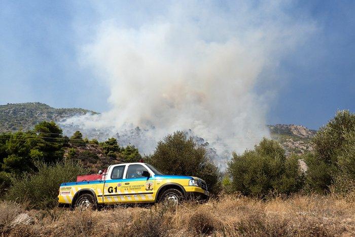Φωτιά στο Λουτράκι: Εκκενώθηκαν μοναστήρια και γηροκομείο - εικόνα 2