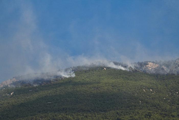 Xωρίς ενεργό μέτωπο η φωτιά στο Λουτράκι - εικόνα 4