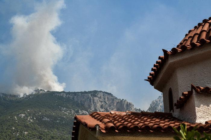 Xωρίς ενεργό μέτωπο η φωτιά στο Λουτράκι - εικόνα 5