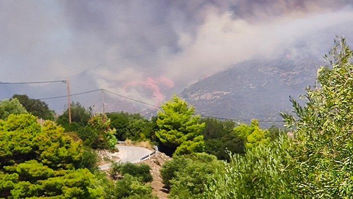 Ζάκυνθος: Στο Κερί η φωτιά - Εκκενώνονται σπίτια