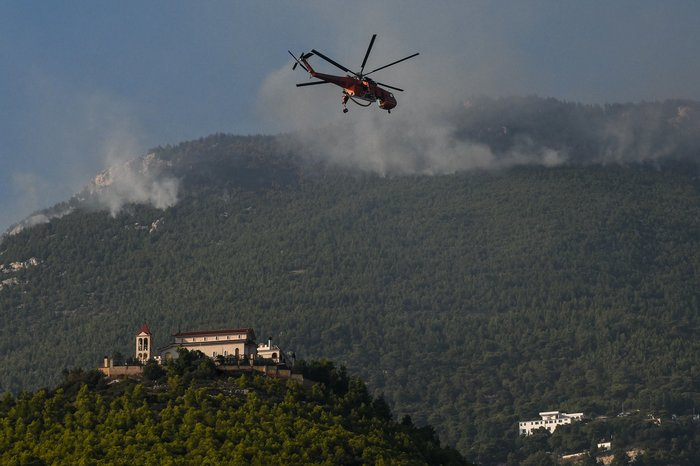 Σε ύφεση η φωτιά στη Ζάκυνθο- Επιχειρούν τα εναέρια μέσα - εικόνα 5