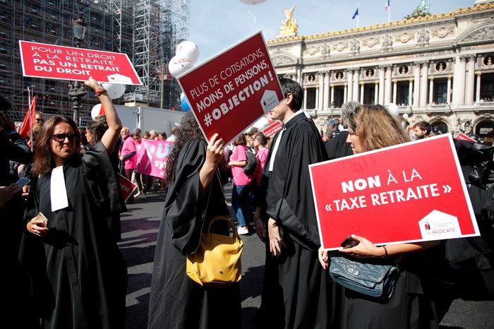 Στους δρόμους του Παρισιού γιατροί, δικηγόροι & πιλότοι για συνταξιοδοτικό