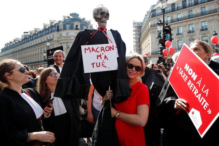 Στους δρόμους του Παρισιού γιατροί, δικηγόροι & πιλότοι για συνταξιοδοτικό - εικόνα 2