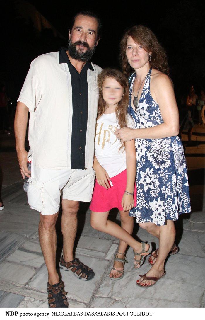 Τάσος Νούσιας: Η σπάνια εμφάνιση με την ταλαντούχα σύζυγο & την κόρη τους