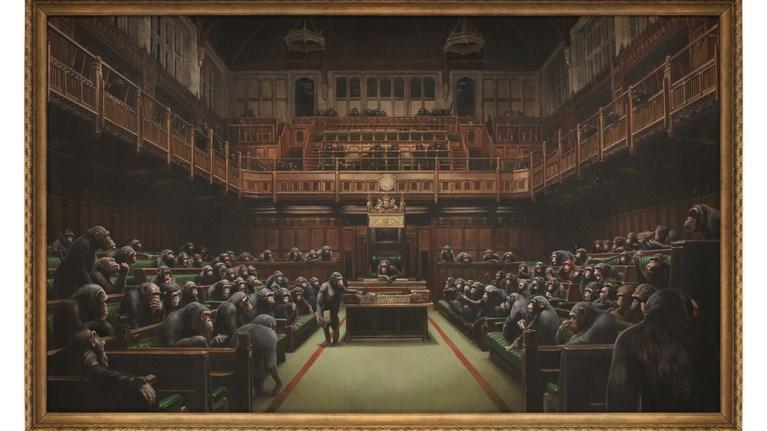 banksyto-devolved-parliament-se-dimosia-proboli-ligo-prin-ekpnoi-brexit