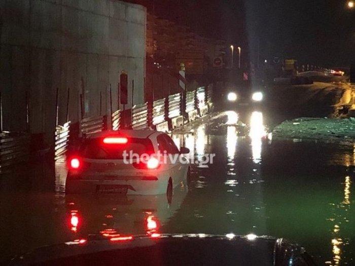 Χαλάζι στα Τρίκαλα, καταρακτώδεις βροχές στη Θεσσαλονίκη - εικόνα 2