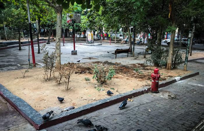 Aπομακρύνθηκε το «ΚΕΠ» των αντιεξουσιαστών από την πλατεία Εξαρχείων (φωτό) - εικόνα 5