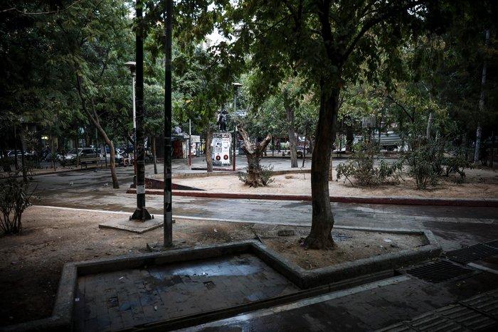 Aπομακρύνθηκε το «ΚΕΠ» των αντιεξουσιαστών από την πλατεία Εξαρχείων (φωτό) - εικόνα 6