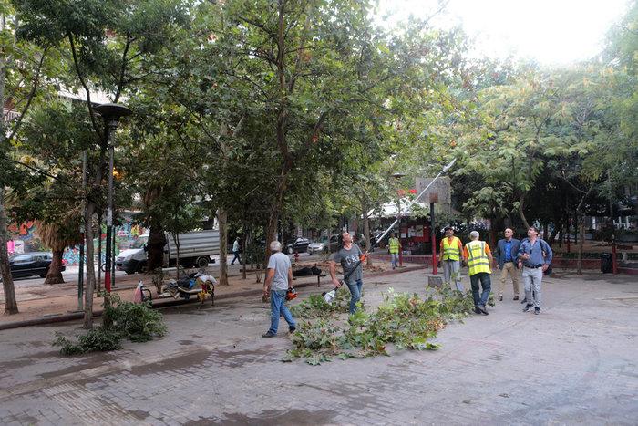Aπομακρύνθηκε το «ΚΕΠ» των αντιεξουσιαστών από την πλατεία Εξαρχείων (φωτό) - εικόνα 2