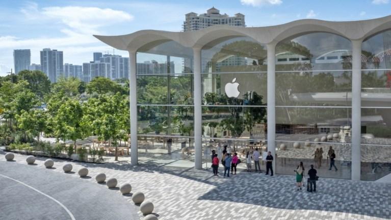 apple-aventura-to-neo-katastima-tis-etaireias-sto-maiami