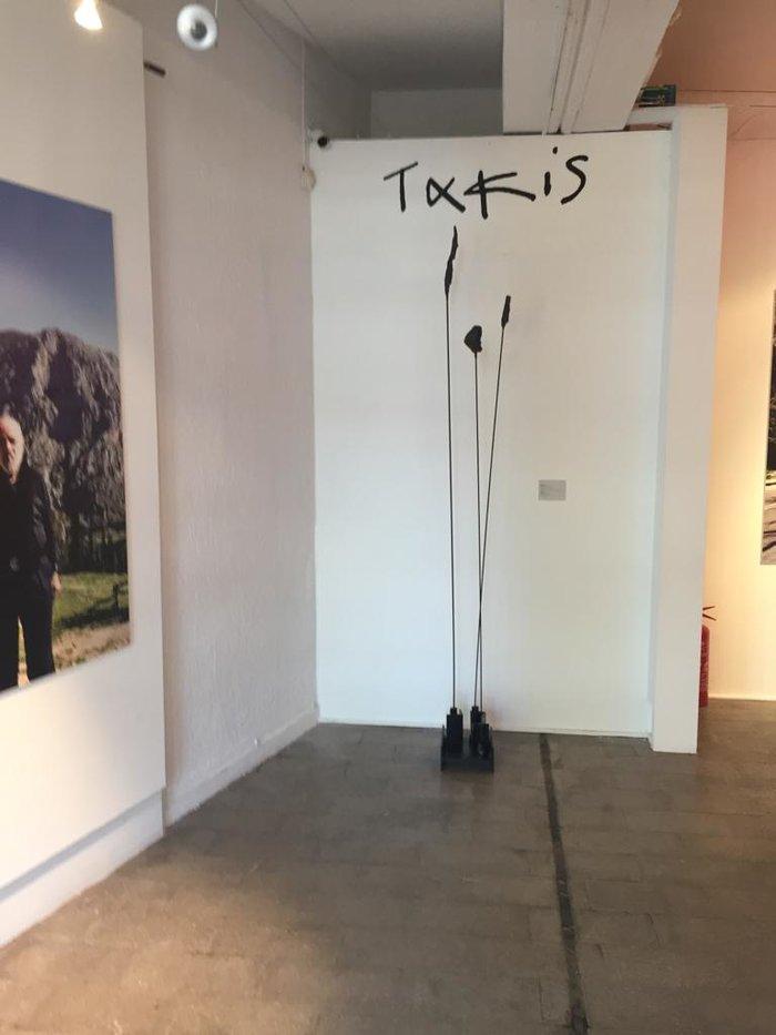 Οι Δελφοί «στον αστερισμό» του μεγάλου ΄Ελληνα γλύπτη Takis - εικόνα 2
