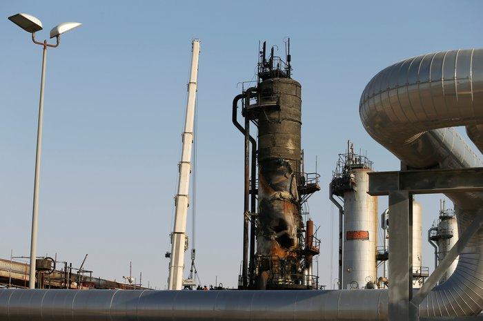 Το Ριάντ δείχνει τις κατεστραμμένες πετρελαϊκές εγκαταστάσεις