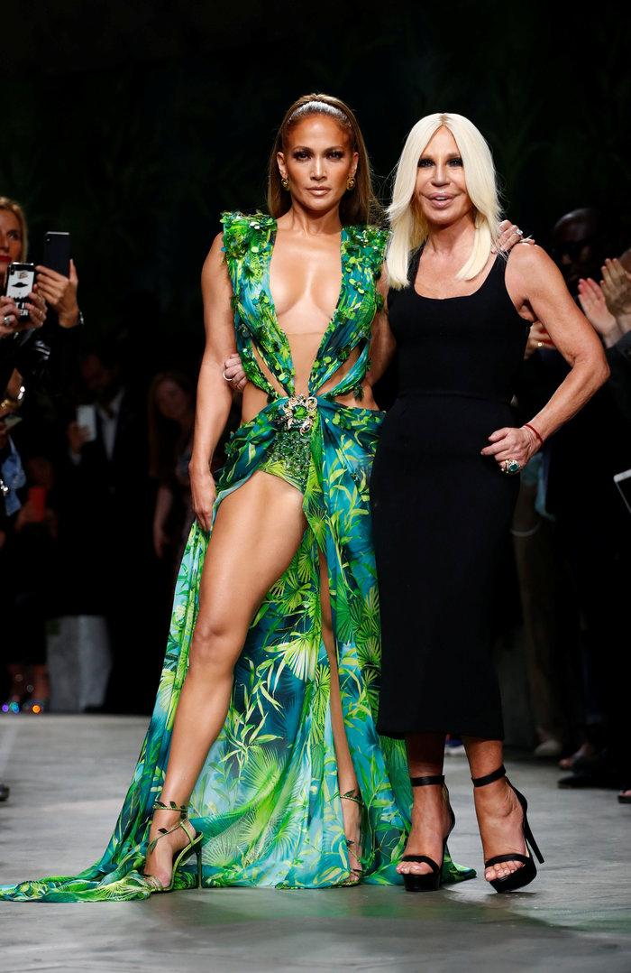 J Lo: Καλύτερα στα 50 παρά στα 30! Τόλμησε να φορέσει το ίδιο iconic ρούχο - εικόνα 2