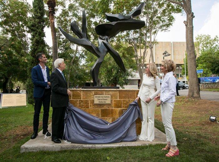 Η Αθήνα απέκτησε «Δέντρο της Ειρήνης» της γλύπτριας Hedva Ser