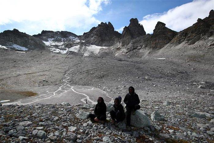 Oι Ελβετοί «κήδεψαν» τον πιο γνωστό παγετώνα τους - εικόνα 6