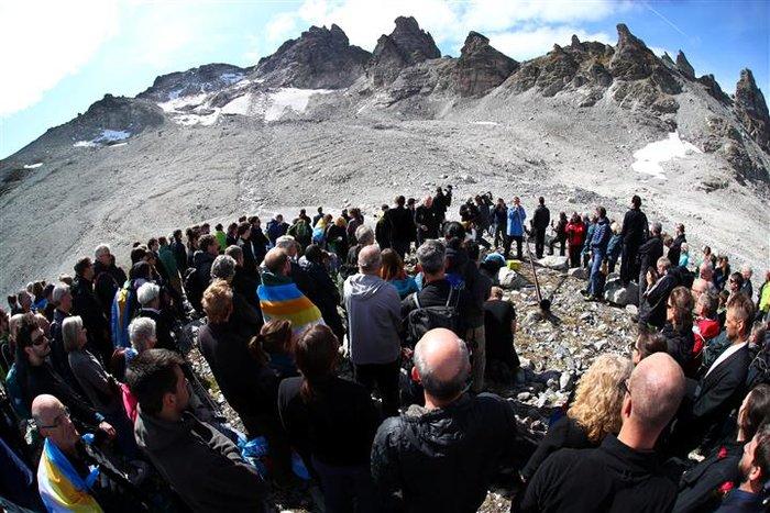 Oι Ελβετοί «κήδεψαν» τον πιο γνωστό παγετώνα τους - εικόνα 5