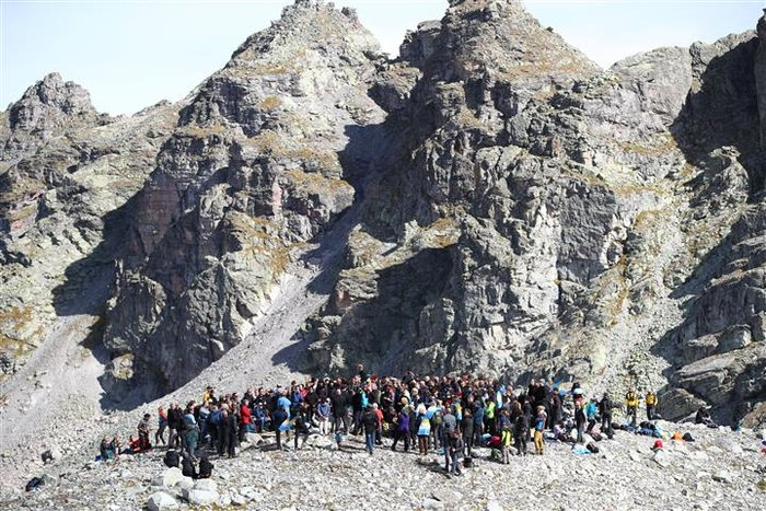Oι Ελβετοί «κήδεψαν» τον πιο γνωστό παγετώνα τους - εικόνα 2