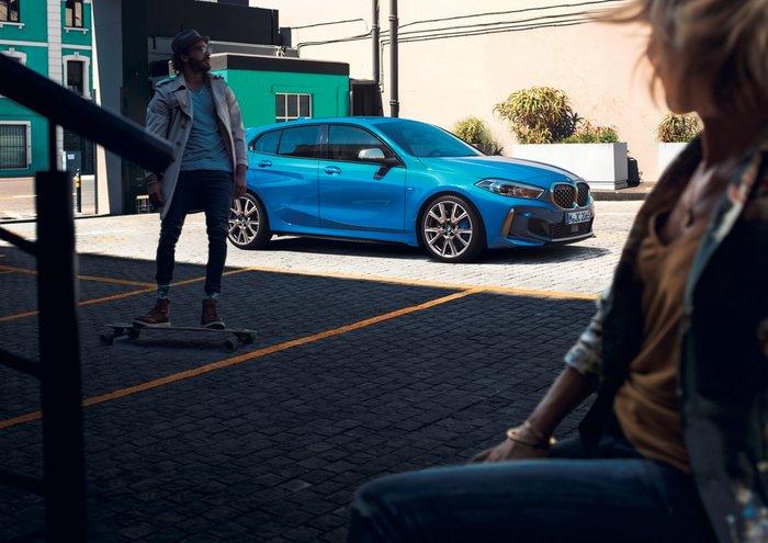 Στις εκθέσεις βρίσκεται η νέα σειρά 1 της BMW