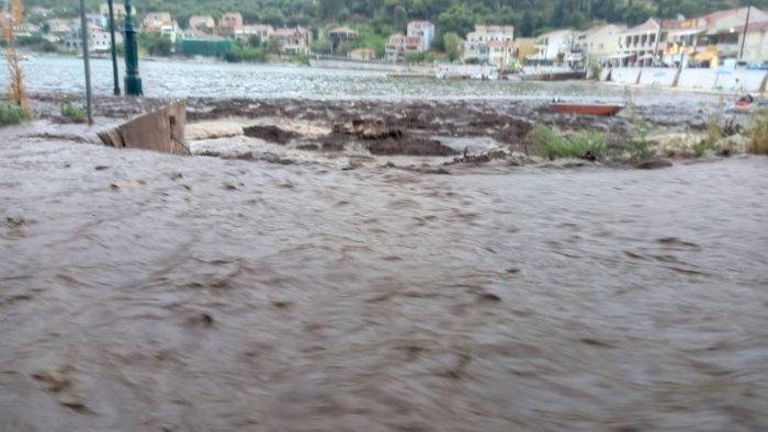 Ισχυρές καταιγίδες στη Δυτ. Ελλάδα-2 νεκροί από κεραυνό - εικόνα 4