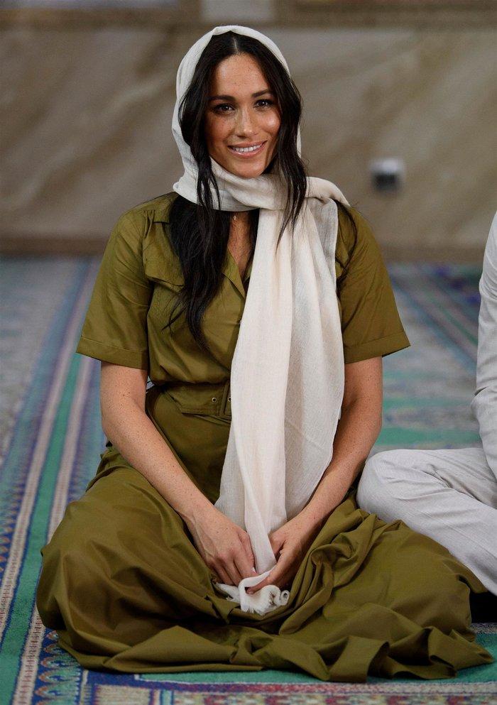 Μέγκαν Μαρκλ: Ο εντελώς λάθος τρόπος που φόρεσε τη μαντίλα στην Αφρική - εικόνα 6