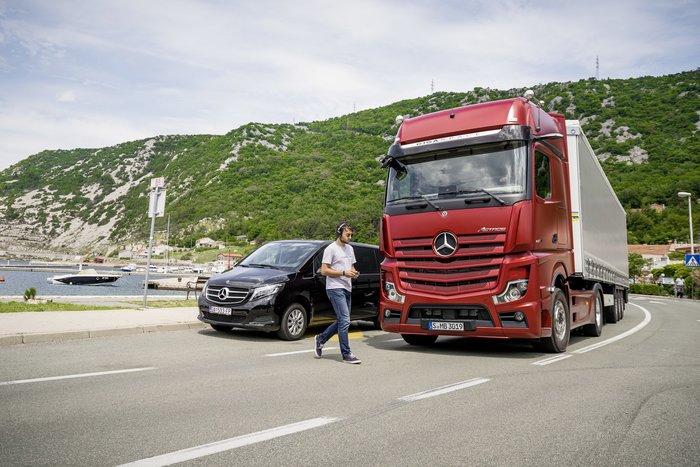 Τα φορτηγά και τα van της Mercedes στο Safety Weekend