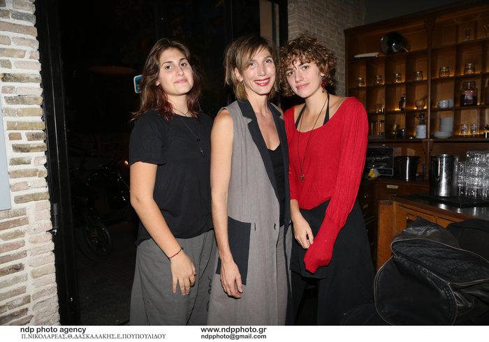 Αγγελική Δημητρακοπούλου: Σαν αδελφές με τις δύο έφηβες κόρες της! (εικόνες)