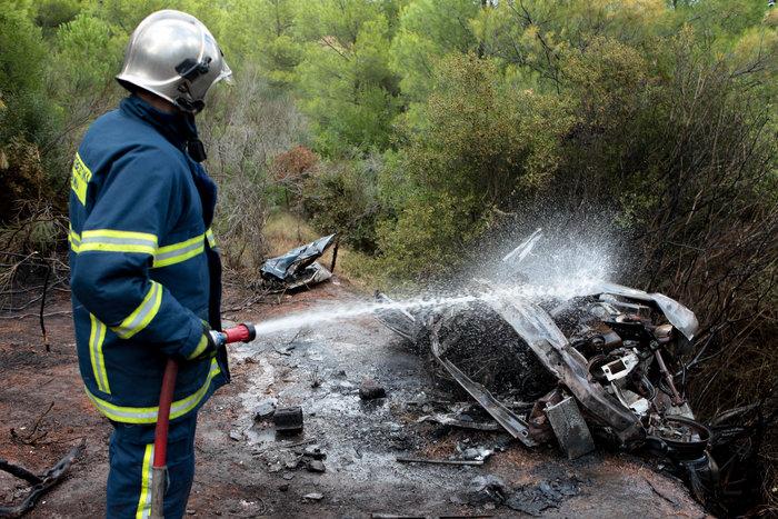 Φωτιά στο Κρυονέρι - εντοπίστηκε νεκρός σε ΙΧ - εικόνα 3