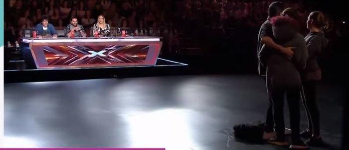 Σοκ για τον Θεοφάνους: Τα παιδιά του στη σκηνή του X Factor με μάσκες - εικόνα 2