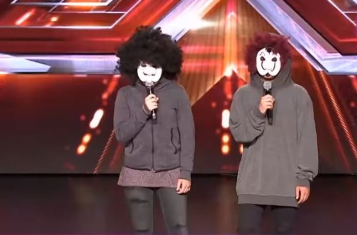 Σοκ για τον Θεοφάνους: Τα παιδιά του στη σκηνή του X Factor με μάσκες