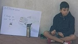 Στα βήματα της Γκρέτα, 12χρονος Ιταλός διαδήλωσε μονάχος για το κλίμα-Φωτο