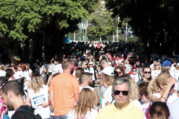 Χιλιάδες δρομείς στην Αθήνα κατά του καρκίνου του μαστού - εικόνα 4