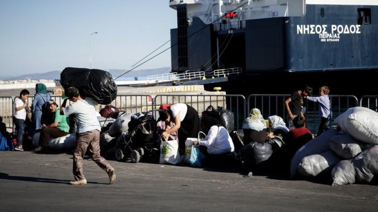 Αποτέλεσμα εικόνας για λιμανι προσφυγεσ πειραια
