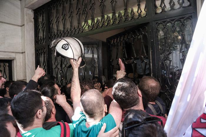 Απεργία: Σε χρόνο... ρεκόρ οι πορείες και με μικρή συμμετοχή - εικόνα 11
