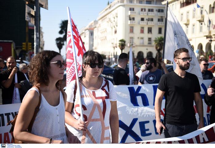 Απεργία: Σε χρόνο... ρεκόρ οι πορείες και με μικρή συμμετοχή - εικόνα 4