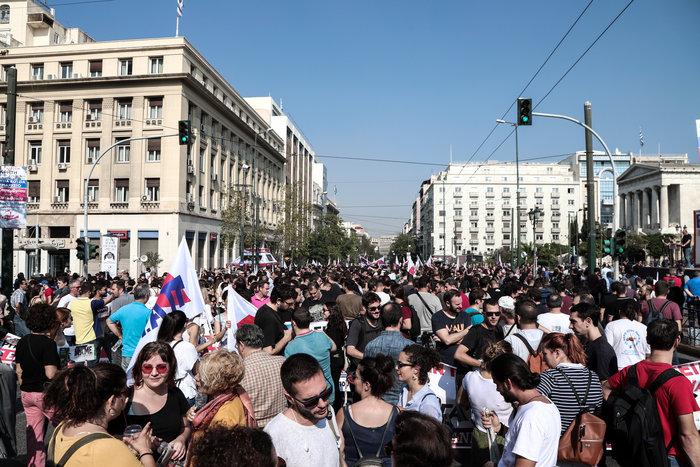 Απεργία: Σε χρόνο... ρεκόρ οι πορείες και με μικρή συμμετοχή - εικόνα 7