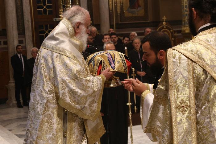 Το ζεύγος Πομπέο στη θεία λειτουργία στη Μητρόπολη Αθηνών [Εικόνες]