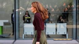 Σαν fashionista με παντελόνα και πουλόβερ η Κέιτ Μίντλετον στο Λονδίνο