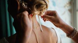 Υποψήφια δημοτική σύμβουλος πήγε σε γάμο και τους «ξάφρισε»