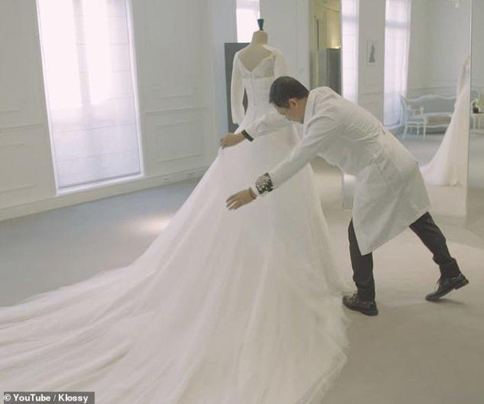 Κάρλι Κλος: Το making off του παραμυθένιου Dior νυφικού της [Βίντεο] - εικόνα 2