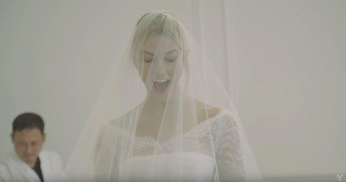 Κάρλι Κλος: Το making off του παραμυθένιου Dior νυφικού της [Βίντεο] - εικόνα 3