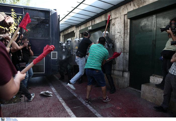 Χημικά και ένας τραυματίας στην πορεία των φοιτητών στην Αθήνα (φωτό)