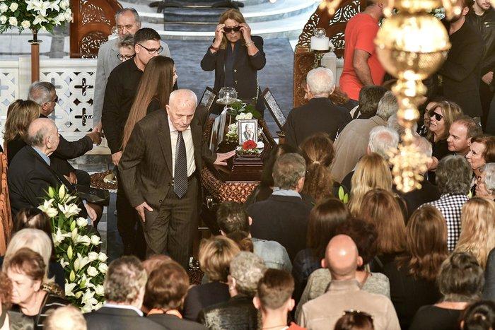 """Σε βαρύ κλίμα το """"τελευταίο αντίο"""" στον Γιάννη Σπανό (φωτό) - εικόνα 2"""