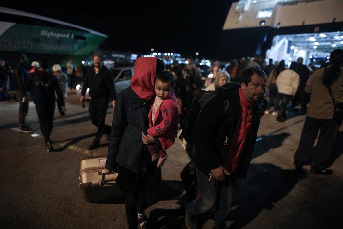 Στον Πειραιά 197 πρόσφυγες, αντιδράσεις στην ενδοχώρα - εικόνα 4