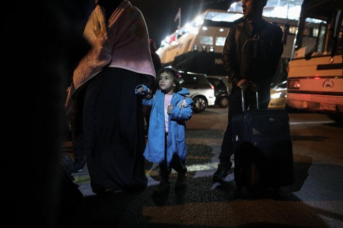 Στον Πειραιά 197 πρόσφυγες, αντιδράσεις στην ενδοχώρα - εικόνα 3