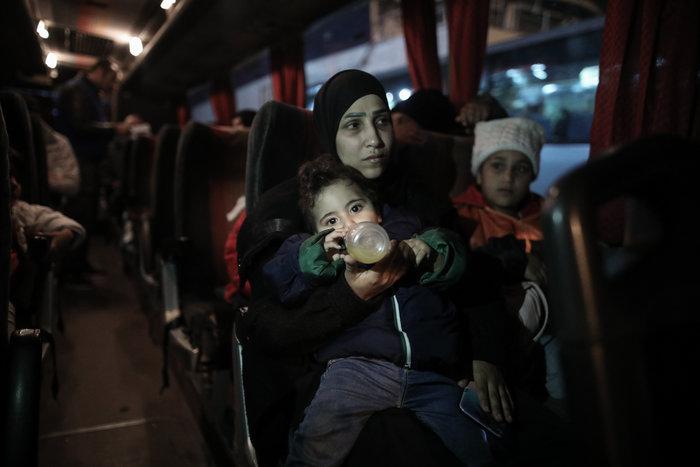 Στον Πειραιά 197 πρόσφυγες, αντιδράσεις στην ενδοχώρα