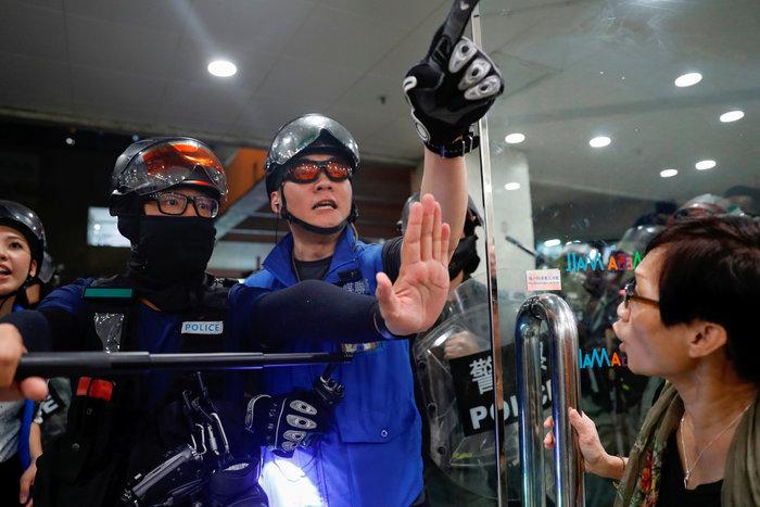 Χονγκ Κονγκ: Τρεις σοβαρά τραυματίες μετά τα νέα επεισόδια [φωτό]