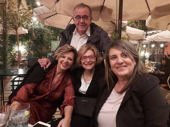 Σε μπαρ στου Ψυρρή ο Αλέξης Τσίπρας με τους βουλευτές του [φωτό] - εικόνα 2