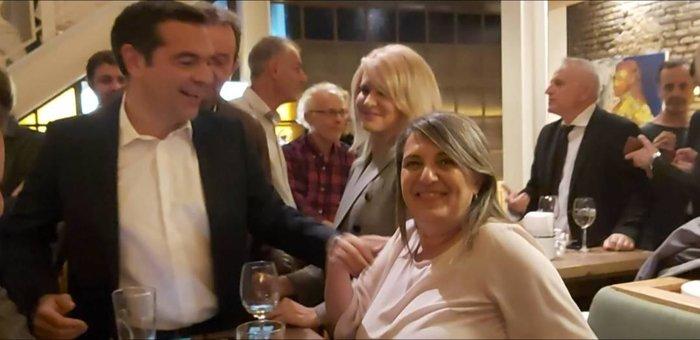 Σε μπαρ στου Ψυρρή ο Αλέξης Τσίπρας με τους βουλευτές του [φωτό] - εικόνα 3