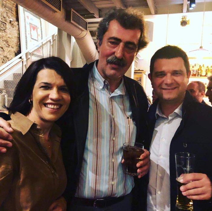 Σε μπαρ στου Ψυρρή ο Αλέξης Τσίπρας με τους βουλευτές του [φωτό] - εικόνα 9